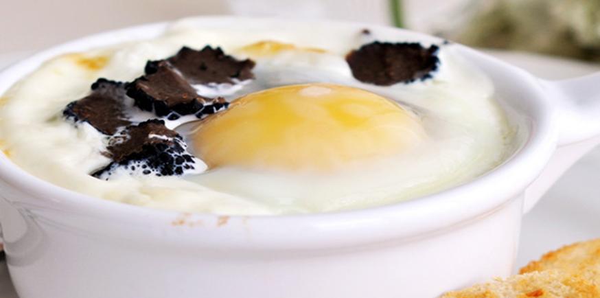 Oeuf cocotte à la truffe noire et au foie gras